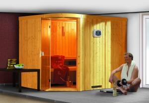 Finse sauna met daarvoor een man die aan fitness doet